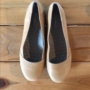 Eddie Bauer leather ballet flats size 10